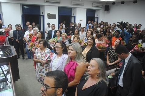 CÂMARA DE CABO FRIO ENTREGA DIPLOMA JOELMA FIDALGO