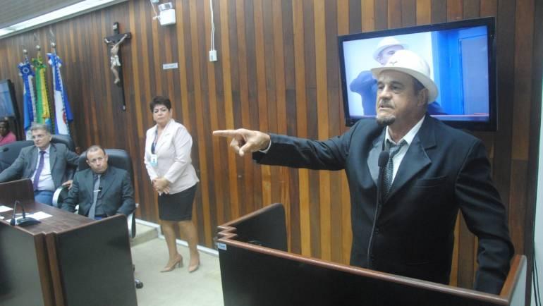 Suplente toma posse após vereador assumir cargo no Poder Executivo de Cabo Frio